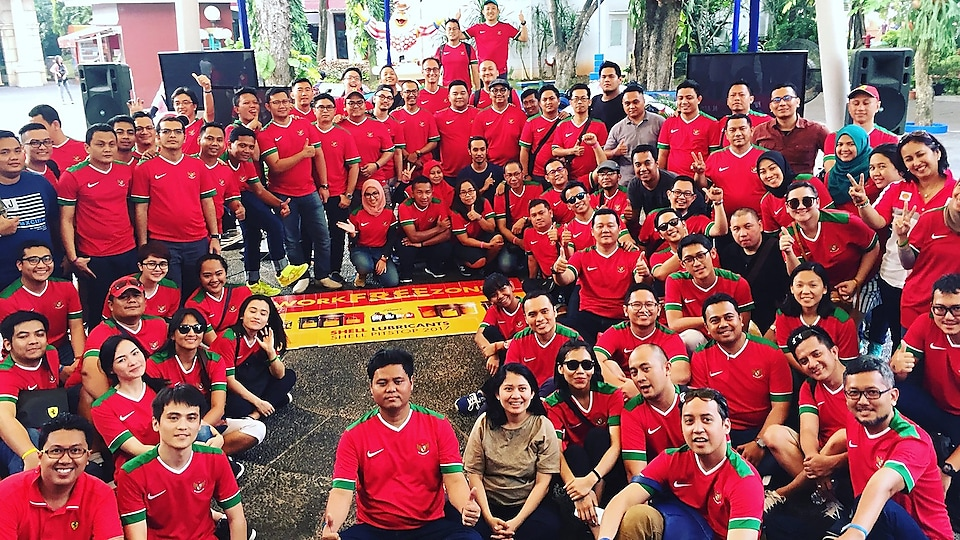 This is my beloved Indonesian team! We had our Team Building activity at a theme park.