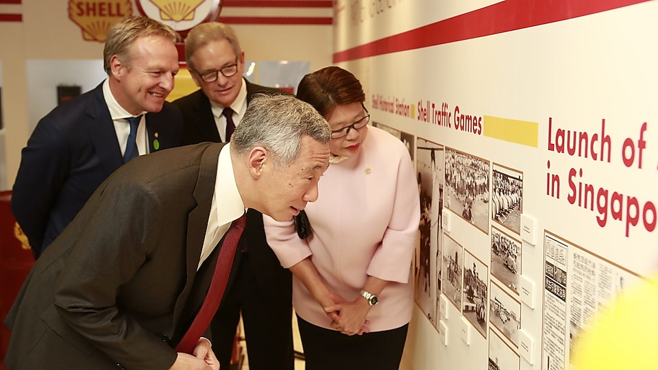 PM Lee peruses old articles of Shell as Goh Swee Chen