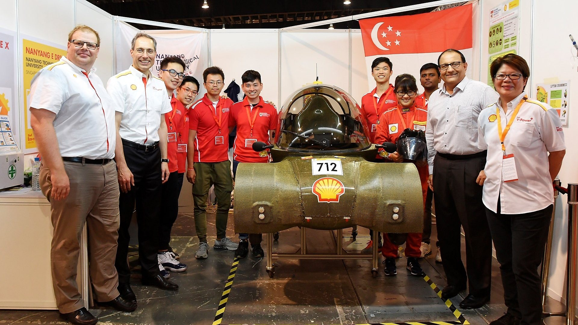 (From L-R) Mr Norman Koch (General Manager of Shell Eco-marathon), Mr Yuri Sebregts (Chief Technology Officer and Chief Scientist, Shell Global), Minister S Iswaran and Ms Goh Swee Chen (Chairman, Shell Singapore), with the Nanyang E Drive team from Nanyang Technological University