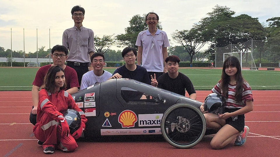 TP Eco Flash with their advisors and energy-conserving, purge-free hydrogen car